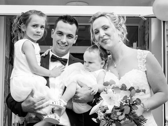 Le mariage de Julien et Adeline à Fenioux, Deux-Sèvres 42