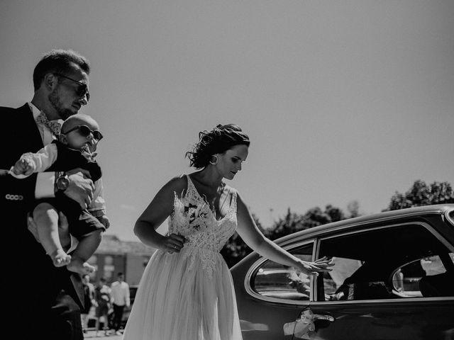 Le mariage de Tom et Célia à Châteaudouble, Drôme 13