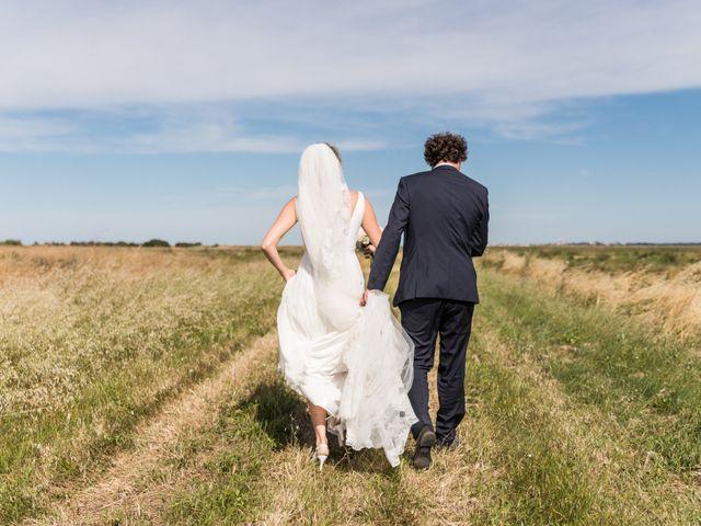 Le mariage de Louis et Alessandra à Loix, Charente Maritime 32