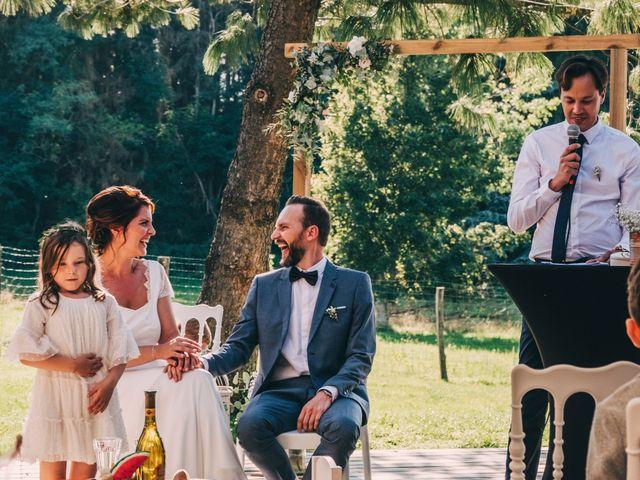 Le mariage de Mickaël et Amandine à Chambles, Loire 11