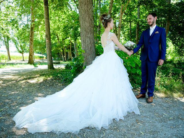 Le mariage de Florian et Cynthia à Châteauneuf, Loire 21