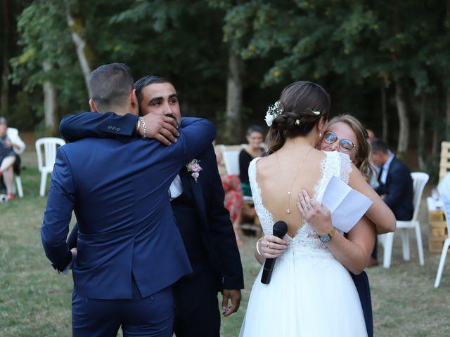 Le mariage de Guillaume et Adeline à Vendeuvre-du-Poitou, Vienne 25