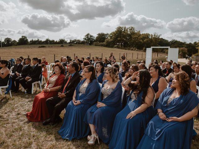 Le mariage de Anthony et Hélène à Tiffauges, Vendée 23