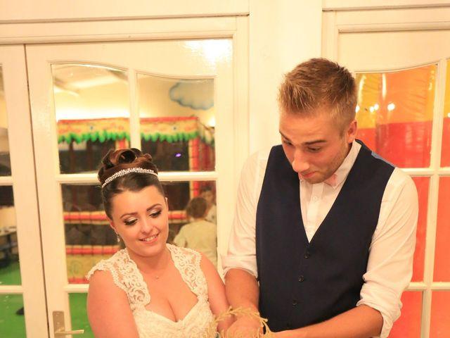 Le mariage de Romain et Camille à Hem, Nord 11