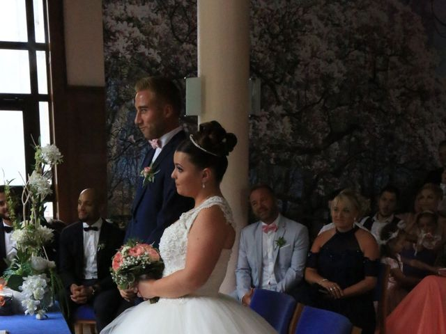 Le mariage de Romain et Camille à Hem, Nord 36