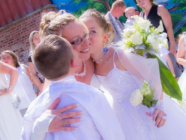 Le mariage de Laurent et Emilie à Monchecourt, Nord 56