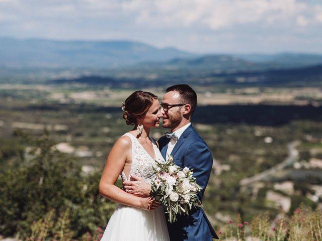Le mariage de Benjamin et Charlotte à Robion, Vaucluse 32