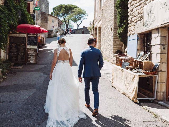 Le mariage de Benjamin et Charlotte à Robion, Vaucluse 33