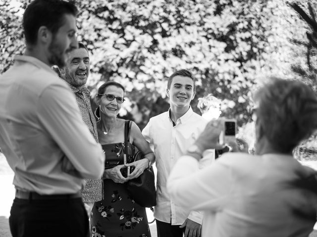 Le mariage de Romain et Stéphanie à Saint-Laurent-de-la-Prée, Charente Maritime 33