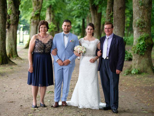 Le mariage de Alexandre et Sarah à Pontault-Combault, Seine-et-Marne 144