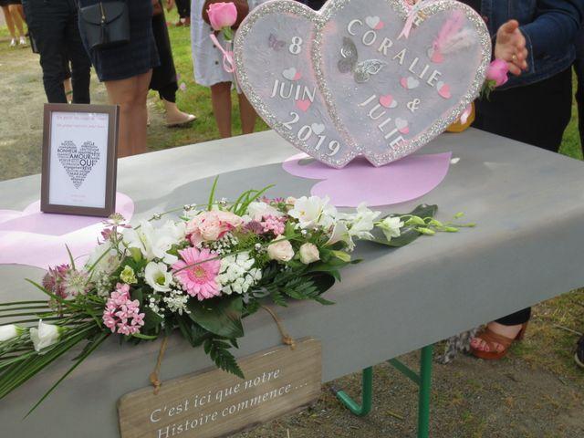 Le mariage de Julie et Coralie à Forges, Charente Maritime 5