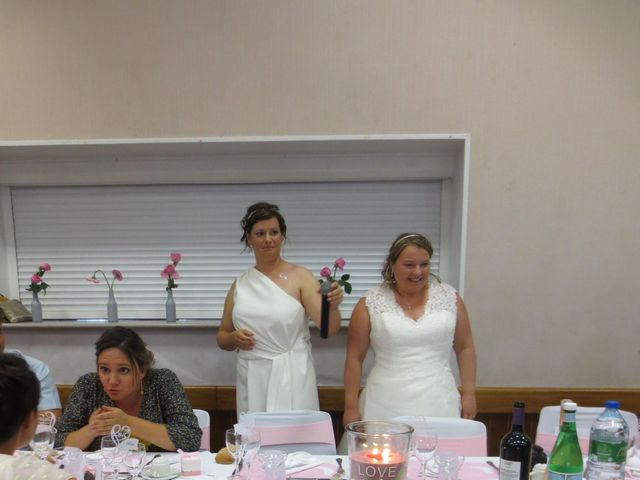 Le mariage de Julie et Coralie à Forges, Charente Maritime 15
