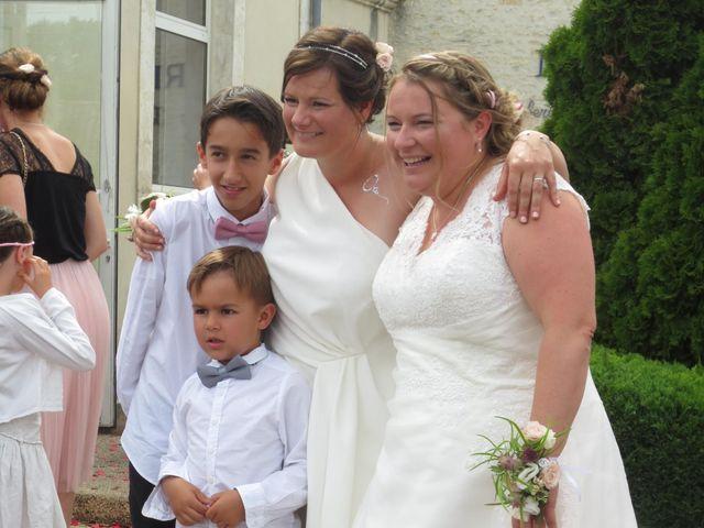 Le mariage de Julie et Coralie à Forges, Charente Maritime 17