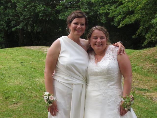 Le mariage de Julie et Coralie à Forges, Charente Maritime 20