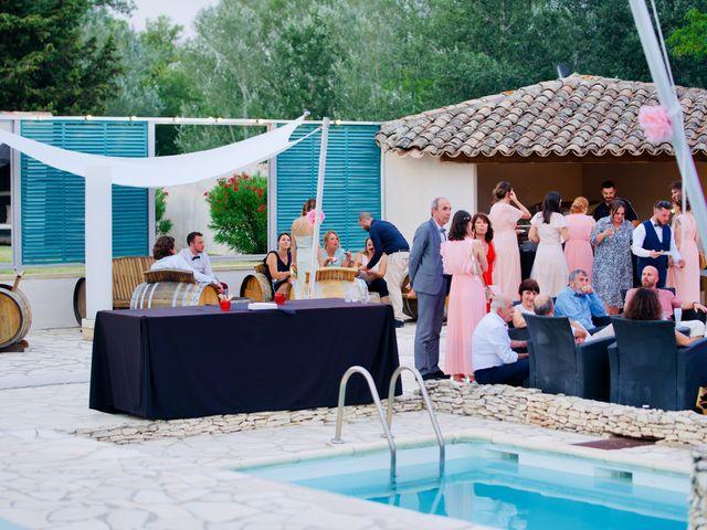 Le mariage de Jeff et Florie à Saint-Victor-la-Coste, Gard 8