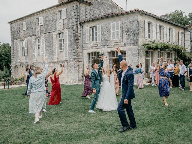 Le mariage de Logan et Marine à Port-d'Envaux, Charente Maritime 49