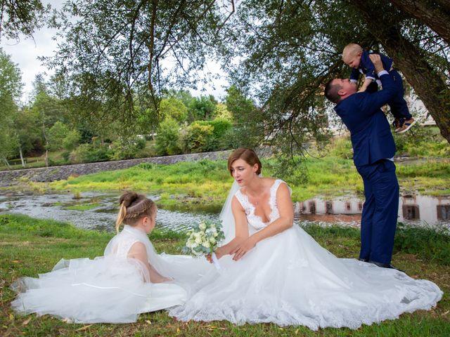 Le mariage de Aymeric et Florence à Verneix, Allier 20