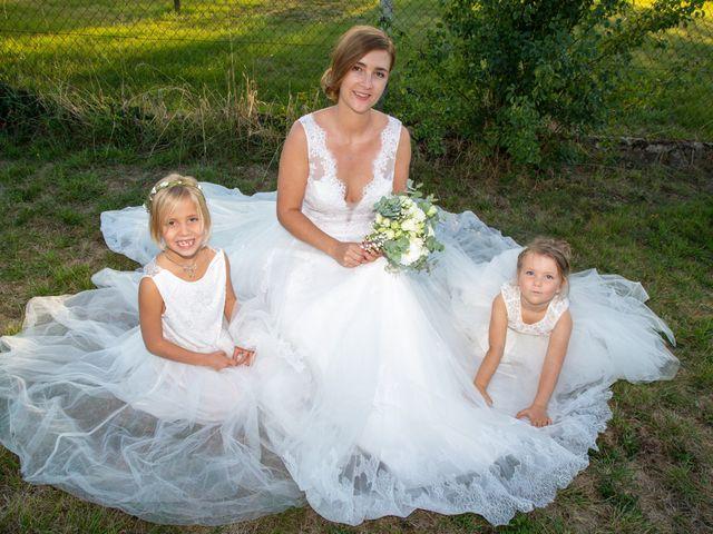 Le mariage de Aymeric et Florence à Verneix, Allier 34