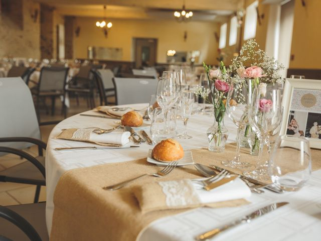Le mariage de Valentin et Daisy à Entrammes, Mayenne 35