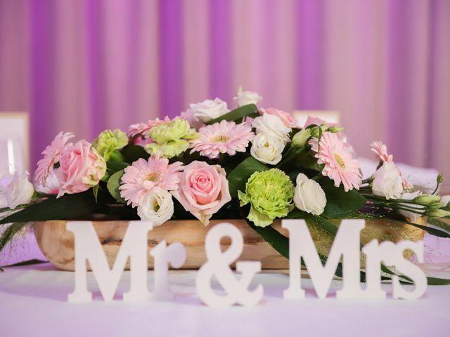Le mariage de Aimé et Marina à La Roche-Maurice, Finistère 74