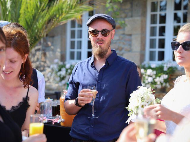 Le mariage de Aimé et Marina à La Roche-Maurice, Finistère 77