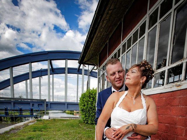 Le mariage de Christophe et Sophie à Banteux, Nord 15