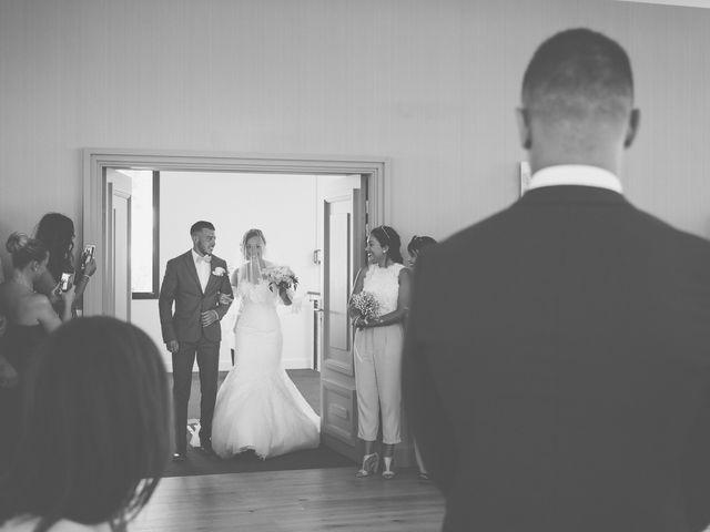 Le mariage de Loic et Kahina à Vitrolles, Bouches-du-Rhône 15