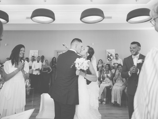 Le mariage de Loic et Kahina à Vitrolles, Bouches-du-Rhône 20