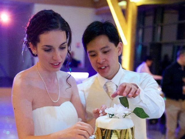 Le mariage de Nhan et Pauline à Bourges, Cher 13