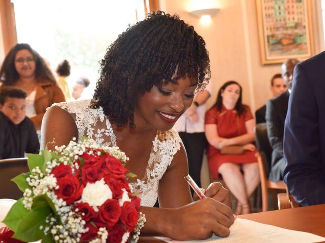 Le mariage de Thibault et Émilie à Porte-Joie, Eure 20