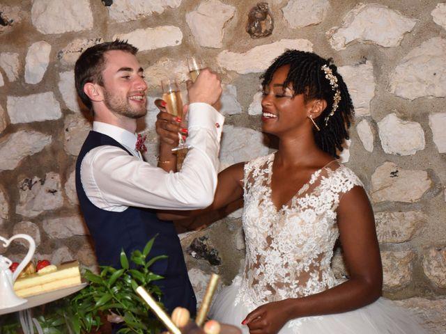 Le mariage de Thibault et Émilie à Porte-Joie, Eure 77