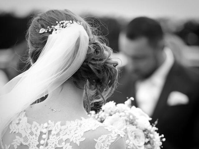 Le mariage de Cédric et Amandine à Saint-Denis-de l'Hôtel, Loiret 2