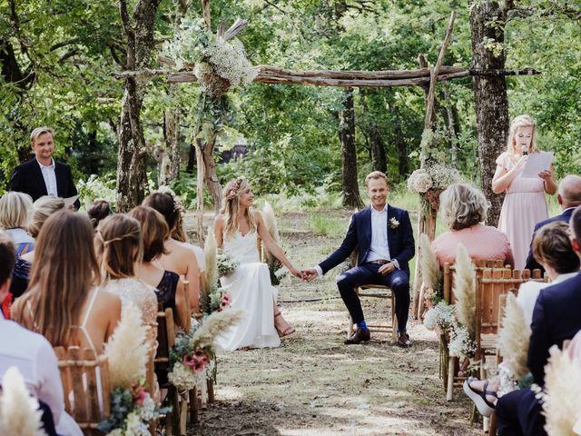 Le mariage de Stefan et Amandine à Saint-Julien-en-Born, Landes 17