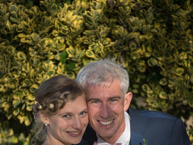 Le mariage de Xavier et Clotilde à Cubzac-les-Ponts, Gironde 1