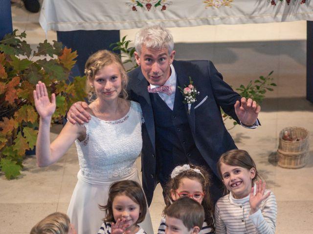 Le mariage de Xavier et Clotilde à Cubzac-les-Ponts, Gironde 26