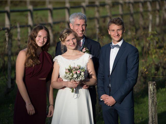 Le mariage de Xavier et Clotilde à Cubzac-les-Ponts, Gironde 27