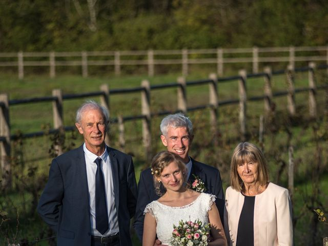 Le mariage de Xavier et Clotilde à Cubzac-les-Ponts, Gironde 28