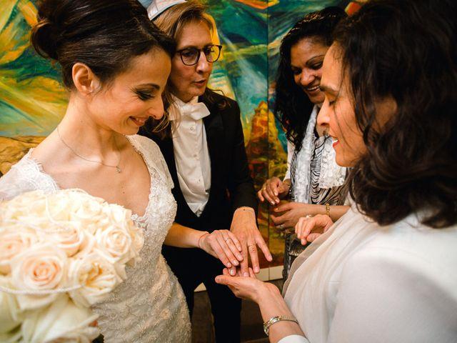 Le mariage de Emmanuelle et Olga à Paris, Paris 18