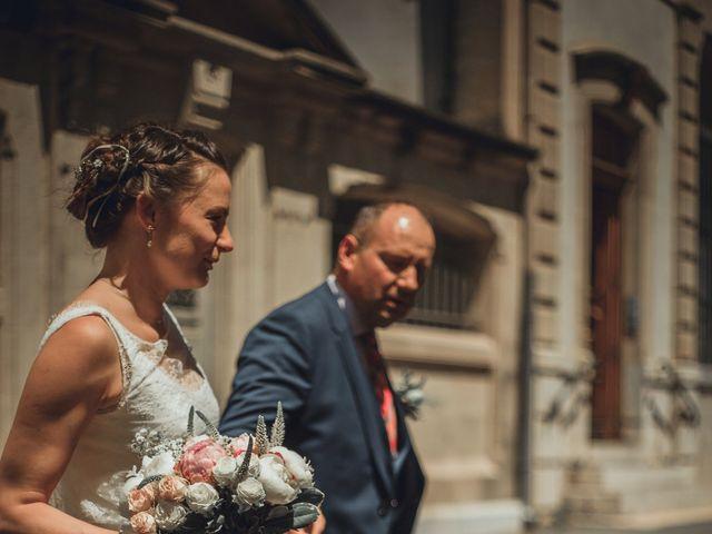 Le mariage de Alexandre et Isabelle à Saint-Gilles, Gard 1