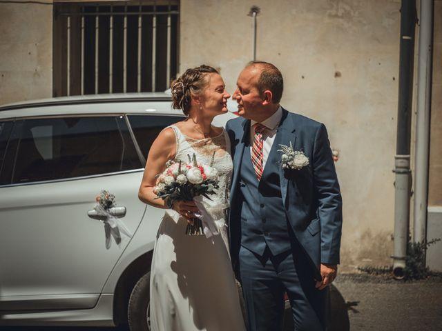 Le mariage de Alexandre et Isabelle à Saint-Gilles, Gard 5