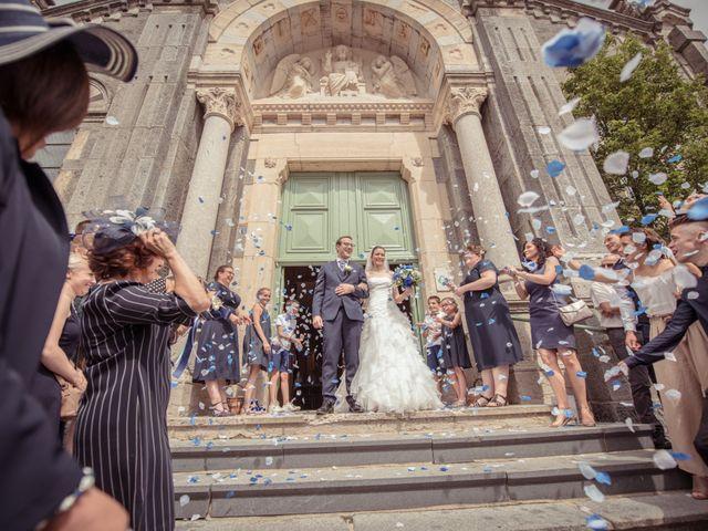 Le mariage de Adrien et Pauline à Roiffieux, Ardèche 23