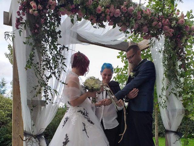 Le mariage de Thomas et Stéphanie à Taillebourg, Charente Maritime 2
