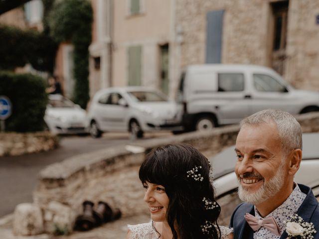 Le mariage de Edouard et Hannah à Saint-Saturnin-lès-Apt, Vaucluse 14