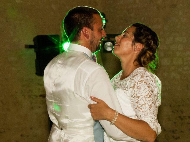 Le mariage de Anthony et Emilie à L'Houmeau, Charente Maritime 33