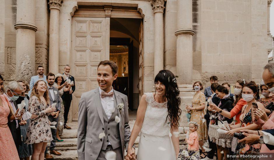 Le mariage de Edouard et Hannah à Saint-Saturnin-lès-Apt, Vaucluse