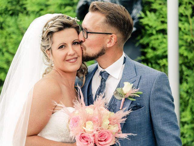 Le mariage de Yohan et Lauriane à Plasnes, Eure 64