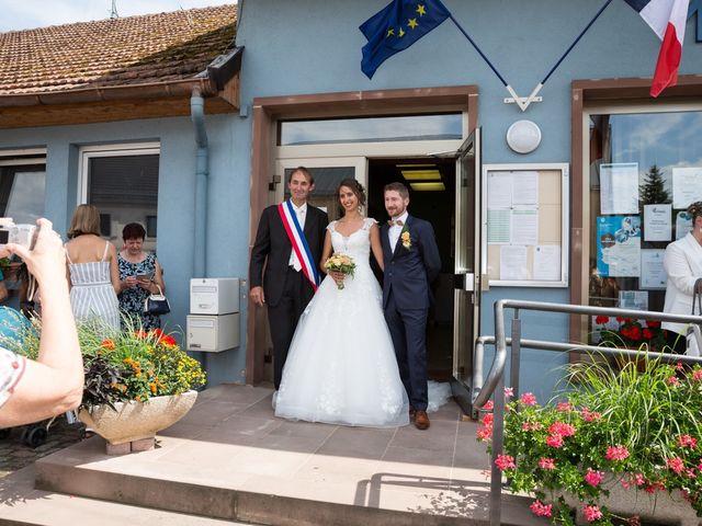 Le mariage de Jonathan et Hélène à Walschbronn, Moselle 32