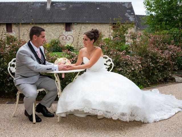 Le mariage de Lucie et Thomas à Saint-Denis-de l'Hôtel, Loiret 13