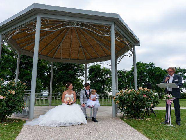 Le mariage de Lucie et Thomas à Saint-Denis-de l'Hôtel, Loiret 15