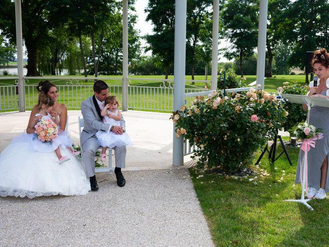 Le mariage de Lucie et Thomas à Saint-Denis-de l'Hôtel, Loiret 16